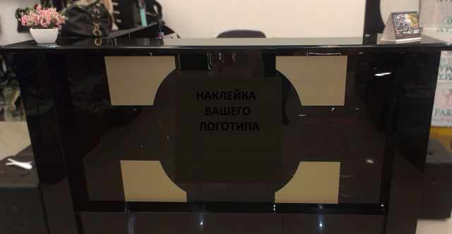 Оборудование для торговли обувью или сумками, стол