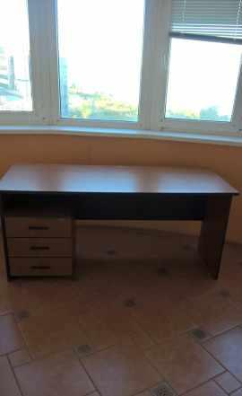 Стол и шкафы офисные б/у, сейф