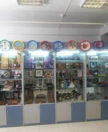 Торговое оборудование (стеклянные шкафы)