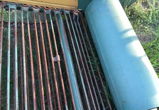 Лукоуборочный комбайн для уборки лука