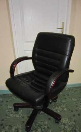 Кресло руководителя кожа/дерево
