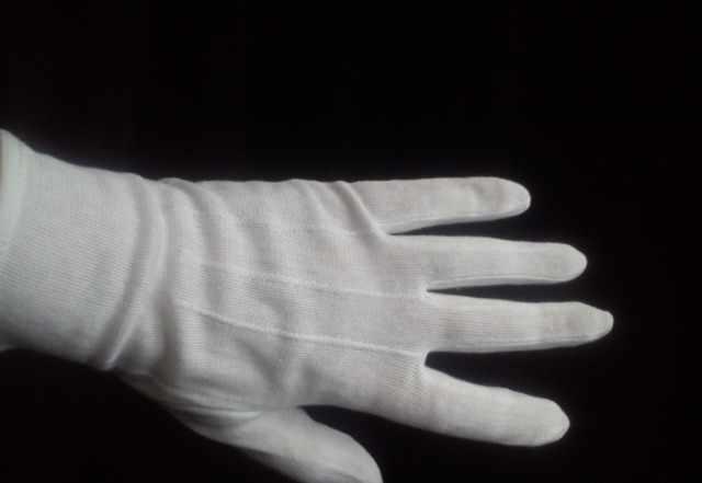 Белые парадные перчатки для официантов
