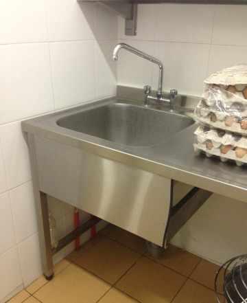Стол моечный с одной ванной для цеха обработки