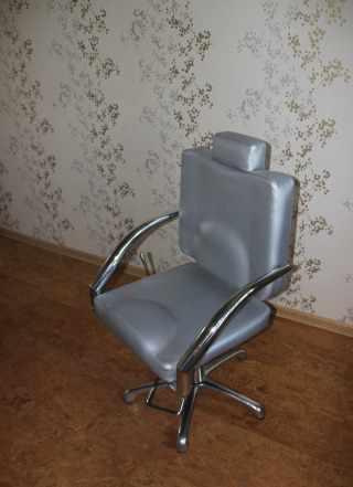 Кресло для визажа и стрижки look A39 серебро новое
