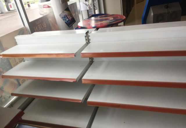 Стелажи и холодильные витрины