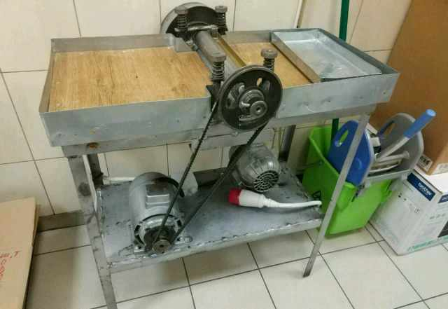 Тестораскаточная машина (машина для раскатки теста