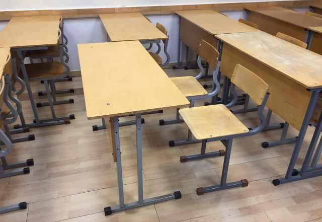 Парта ученическая + 2 стула