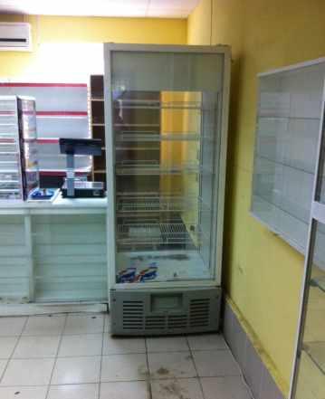 вертикальный холодильный шкаф витрину