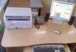 Витрина, стол компьютерный, тумба напольная