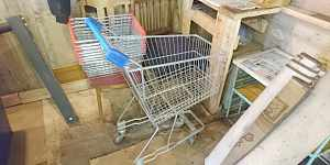 Корзинки и тележка для покупателей метеллическая