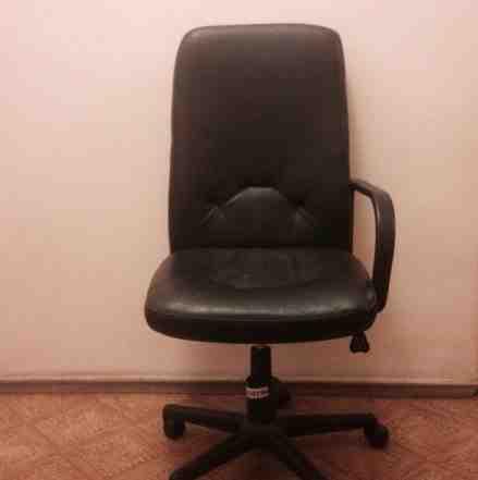 Кожаное кресло бу