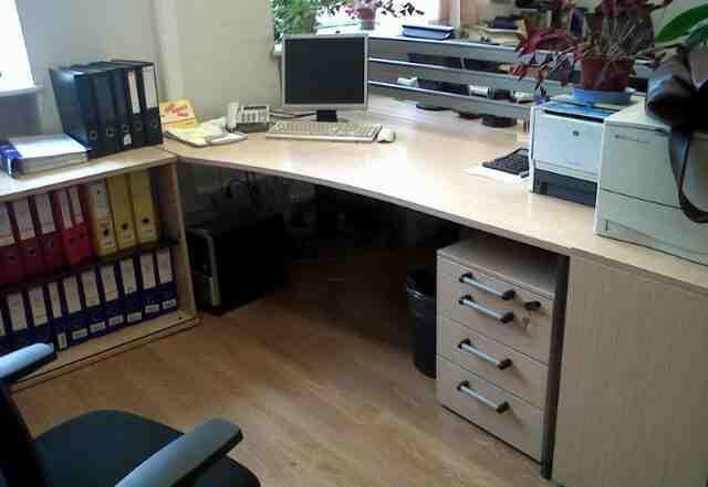 Офисные столы (дорогая немецкая мебель)
