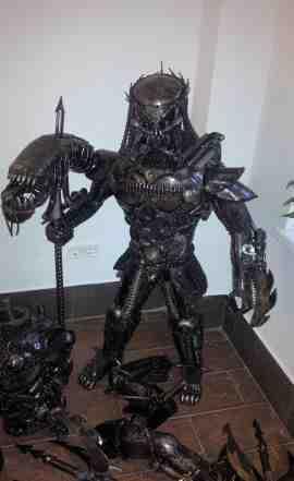 Металлическая скульптура Хищник