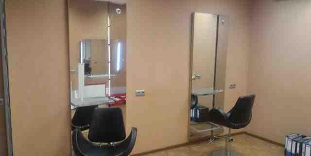 Рабочее место для парикмахера и кресло для клиента