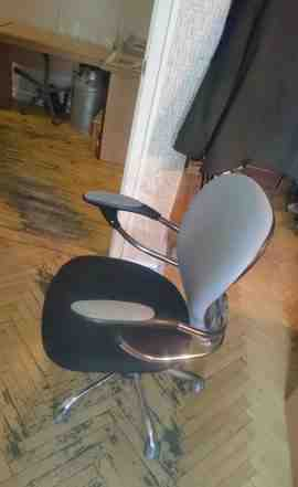 Вращающееся кресло в офис или домой