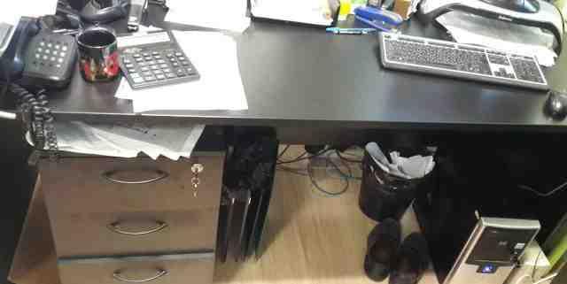 Письменные столы и стулья для офиса