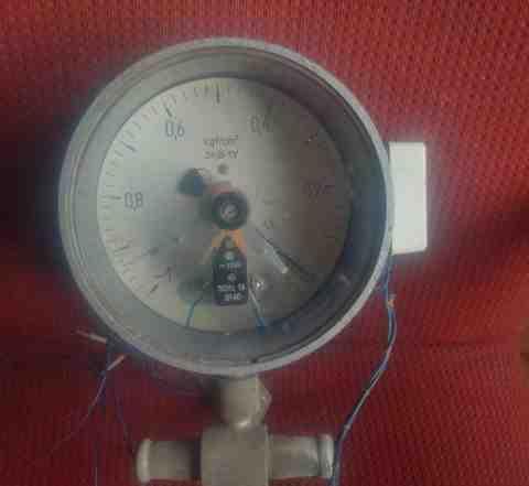 Монометр от вакуумного насоса
