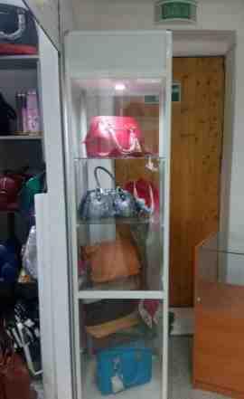 Шкаф стеклянный выставочный красивый с подсветкой