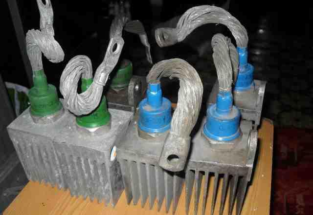 Силовые диоды в 200 с радиаторами