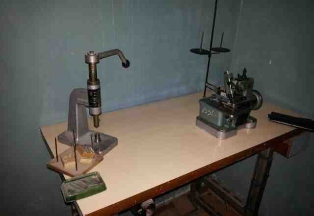 швейный промышленный стол с оборудованием