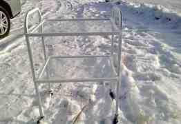 Столик на колесиках со стеклянными полками