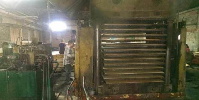 Пресс для производства фанеры и гнутоклееных детал