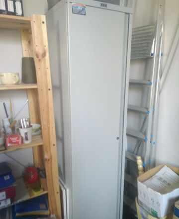 Доска пробковая, шкаф металлический