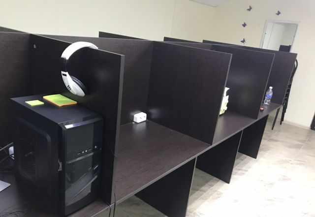 Стол и оборудование для колл центра