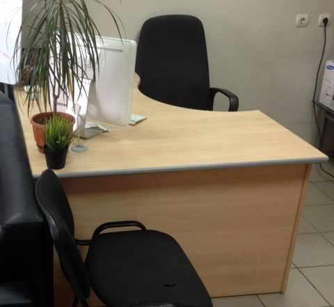 Стол и шкаф в офис комплект