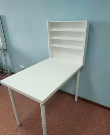 Стол для маникюра плюс стулья
