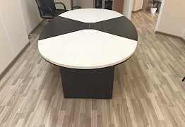 Дизайнерский стол в переговорную