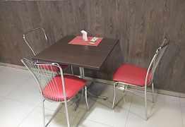 Стол и стулья для кафе