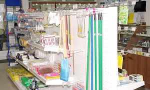 Стеллажи + витрины для магазина 60 кв. м