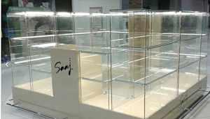 Торговое оборудование,витрины и стеллажи