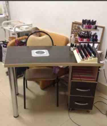 Маникюрный стол и педикюрная тумба