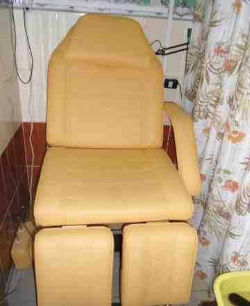 Педикюрное-косметоглогическое кресло