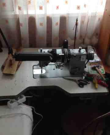 Швейная машинка с рабочим столом