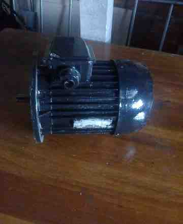 Двигатель асинхронный 4аа2м80а4уз