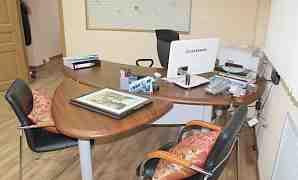 Стол руководителя с приставкой и брифингом