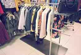 Торговая стойка для одежды и аксессуаров